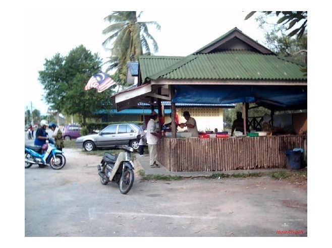 3085110-Try_the_Malay_Cakes_And_The_Local_Delicacies-Mersing